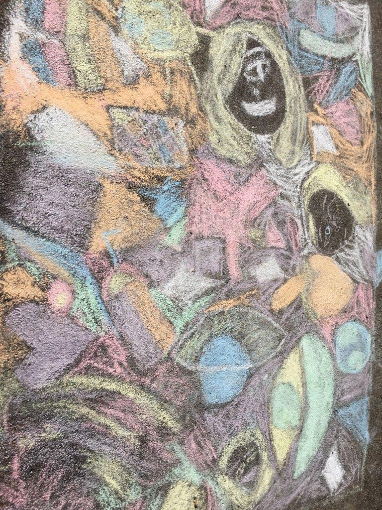 Fresque réalisée à la craie sur bétons par les enfants des secteurs primaire et maternel de l'ELV